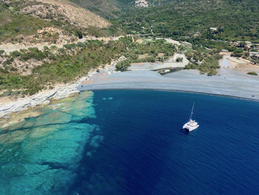 Parapente et voilier au Cap Corse