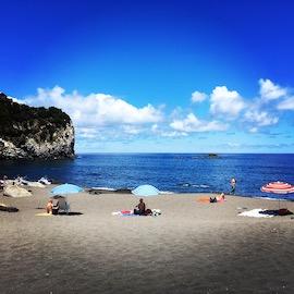 Baignade et détente lors de vacances aux Açores - globetrottair.ch