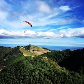 Parapente sur un volcan aux Açores - globetrottair.ch