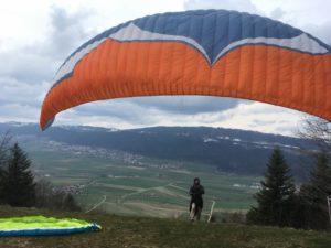 Voyage de parapente à Neuchâtel - globetrottair.ch